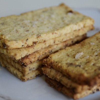 Glutenfria ostekt med rosmarin