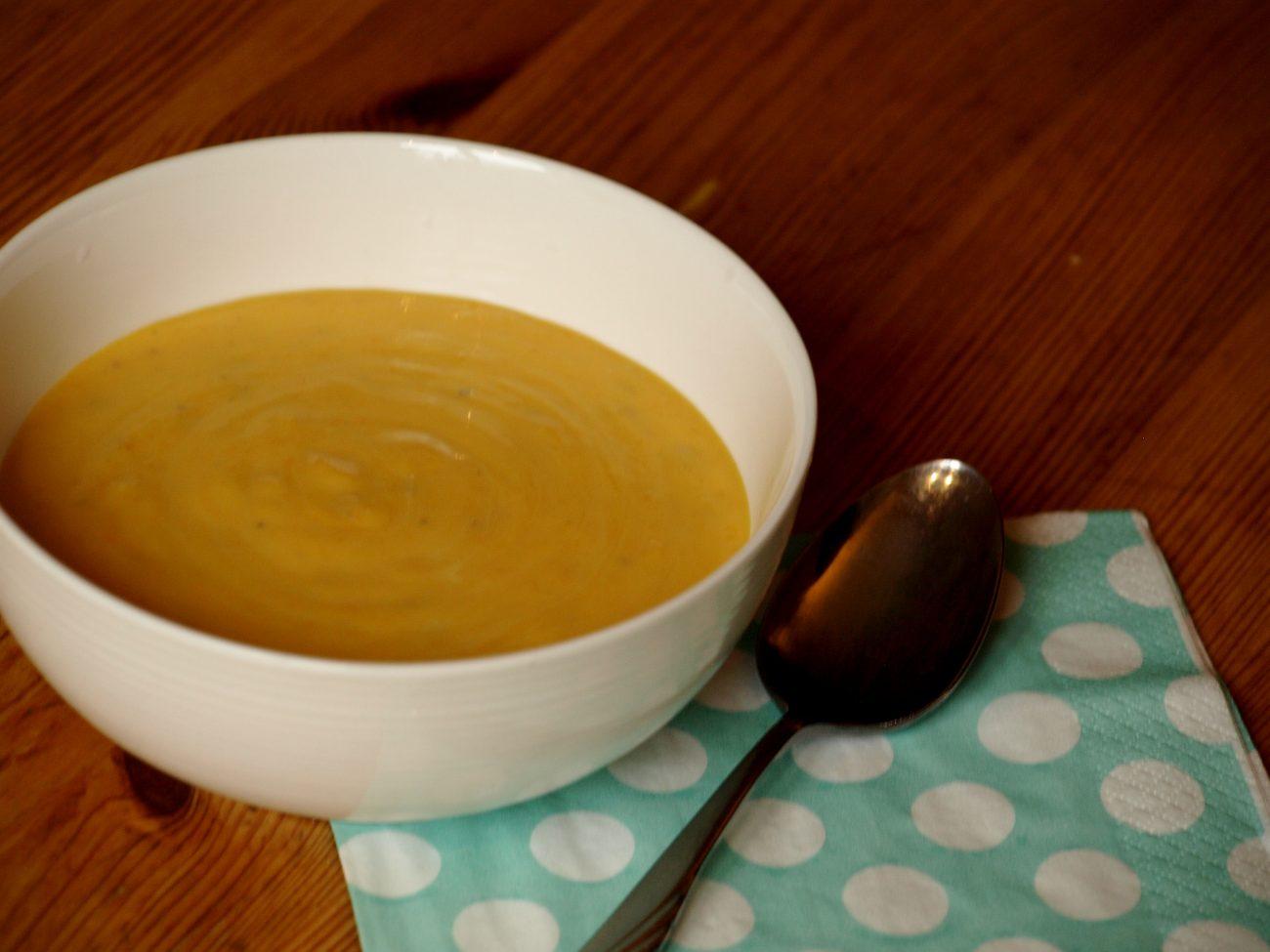 Höstsoppa med rostad butternutpumpa och vitlök