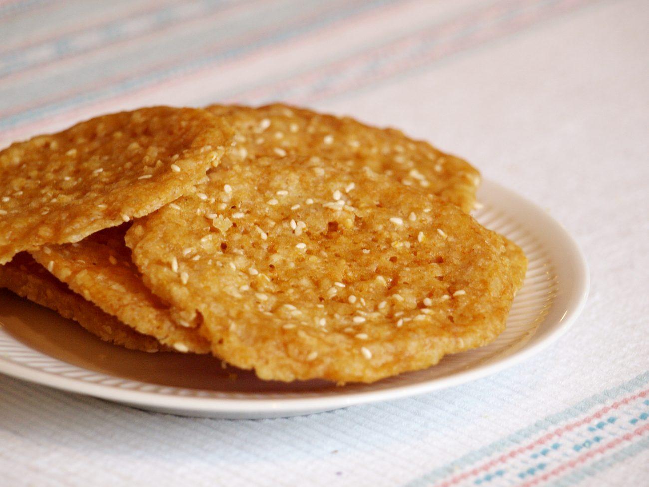Glutenfria honungs- och sesamflarn