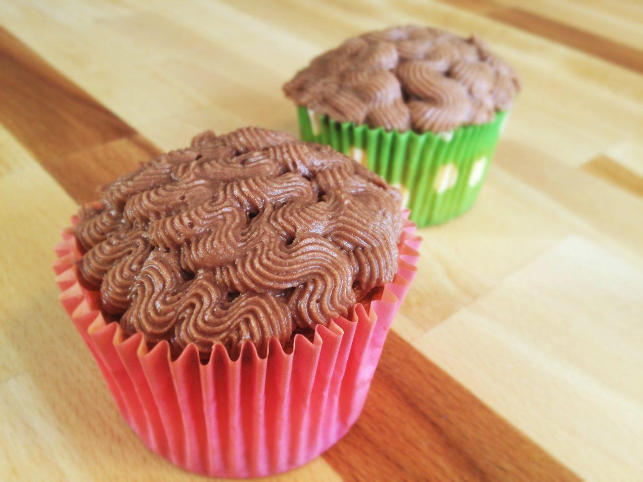 Glutenfria vaniljcupcakes med chokladfrosting