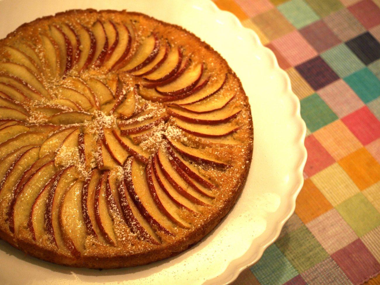 Glutenfri äppelkaka med kardemumma