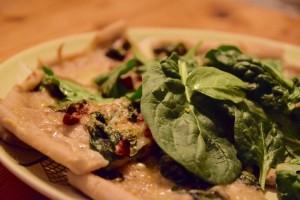Glutenfri pizza med spenat och mozzarella