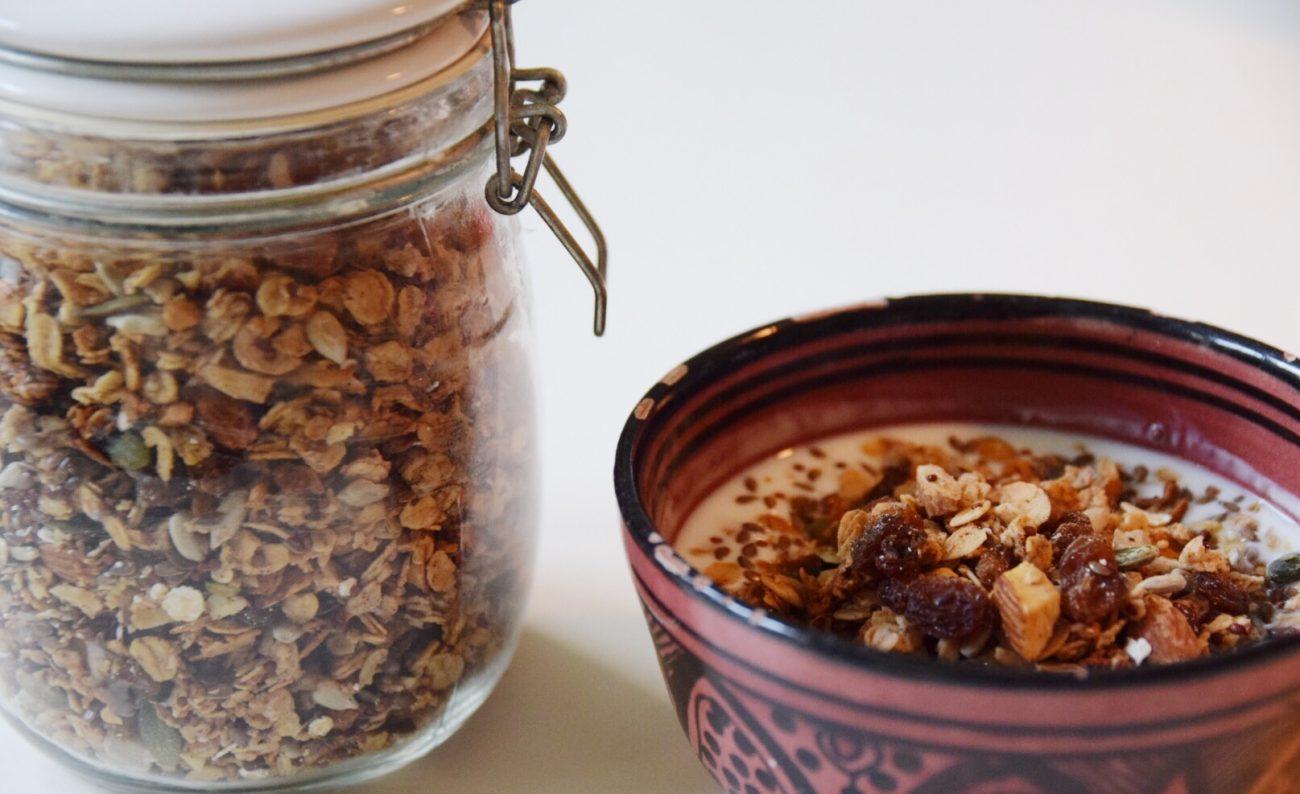Glutenfri granola med puffad quinoa